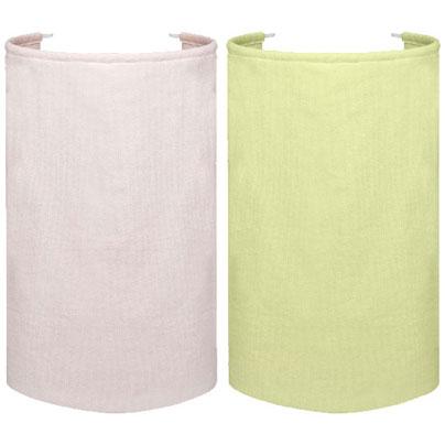 ワンタッチひざ掛けで左がピンク、右がグリーン