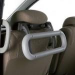 後付けできる車内の手すりは、乗降りに大変便利です。