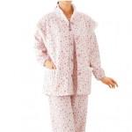 大き目ボタンで留め外し楽らく。秋冬物婦人用パジャマベスト付き。
