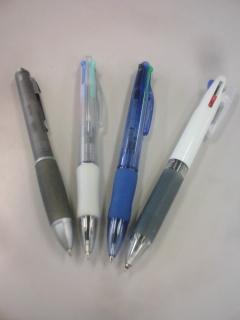 三色ボールペンは、黒がなくなったら捨てなさい