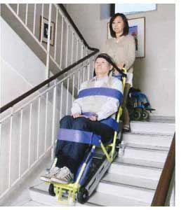 キャリダンCD-8で階段を下りる様子