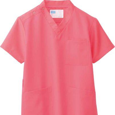介護施設ユニフォーム・半袖で襟なし、ピンクの上着です。