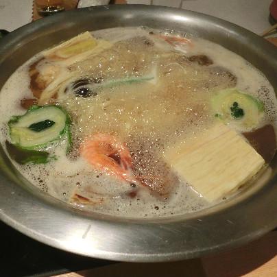 銀の鍋にうどんすきが