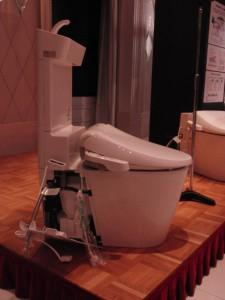 新型トイレ・アラウーノVを横から見たところ