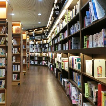 箕面市立図書館の棚