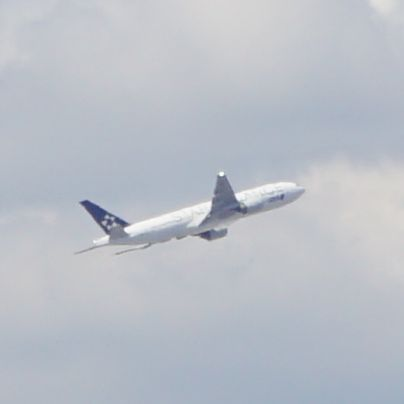 伊丹空港から離陸する旅客機