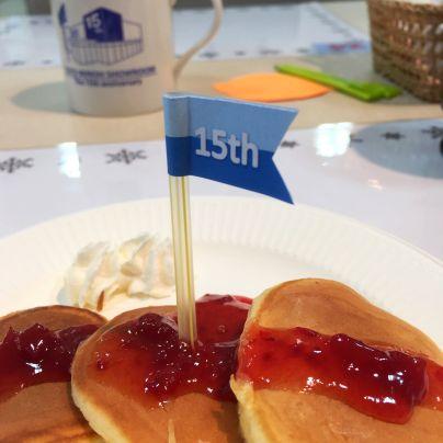 TOTO箕面ショールーム15周年記念のホットケーキ。