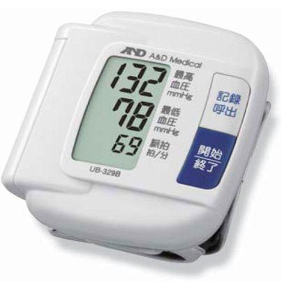 白い血圧計に132、78、69と文字が書いてあります。