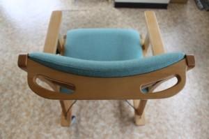 キタニジャパンのリビング用キャスター付き椅子の押し手