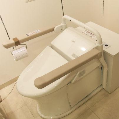 TOTO ベッドサイド水洗トイレ EWRS310を左斜め上から見おろしています。
