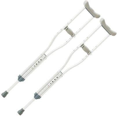 タケトラ ヒューゴクラッチ 松葉杖が右斜めに傾いて2本移っています。
