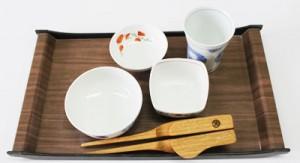 介護用お箸 愛bowを、和食のおはちに並べた様子