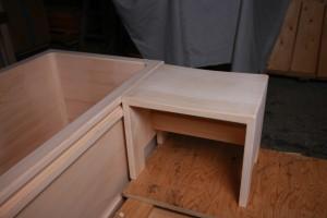 介護施設用桧風呂は移乗台を組み合わせて使います。移乗台も桧製です