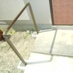転倒防止のため、玄関アプローチ手すりの施工をしました
