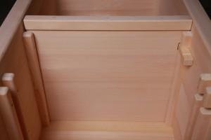 高齢者施設向きひのき風呂(木製浴槽)の中仕切り