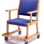 木製室内用車椅子で室内も気楽に移動!