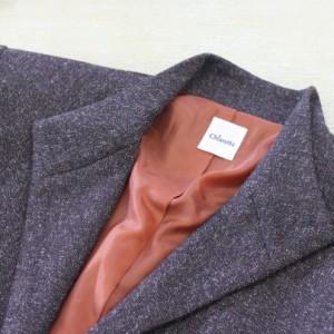 グレーのジャケット、裏地は明るめの茶色