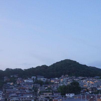 箕面駅前第一駐車場から見た箕面山