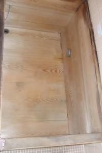 踏み段をつける前の木製浴槽
