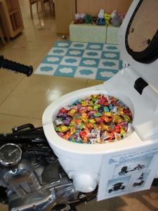 TOTOトイレバイクネオのシート部分にあるトイレネオレストの中は飴が入ってます