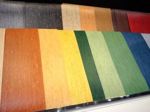 ノーワックスメンテナンス床材 アートオプティマが、18色もならんでいるようす