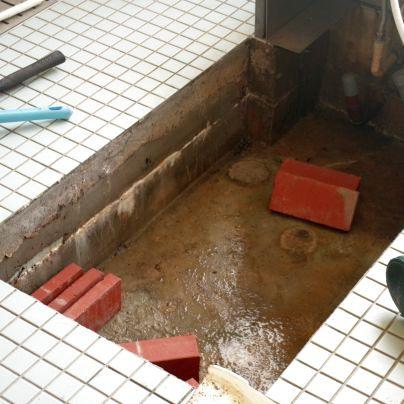 木風呂を据えるにはレンガを使います
