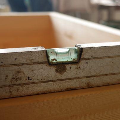 浴槽に水準器を置くとキッチリ水平がとれています