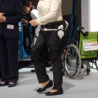 下肢に装着する歩行支援装置