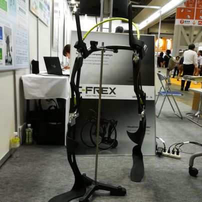 脊髄損傷社用カーボン長下肢装置C-FREX