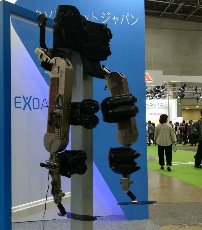 ExoAtlet の歩行支援器具