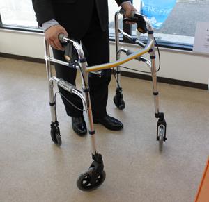 ブレーキのついた歩行器
