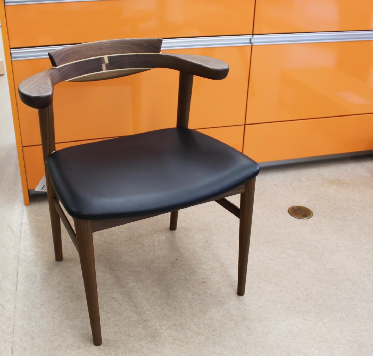 加齢を意識させない高齢者対応の椅子