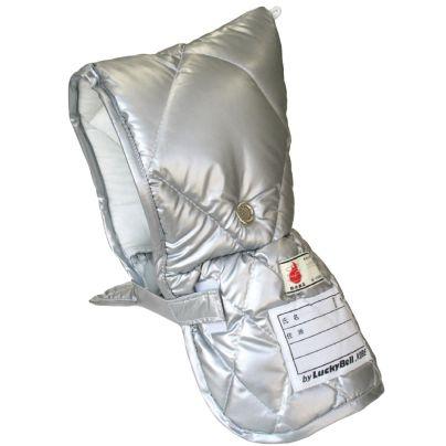 銀色の防災頭巾がひとつ