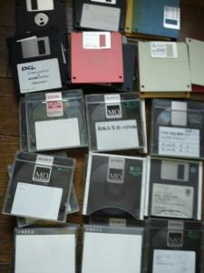 フロッピーディスクとMOディスクが数十枚