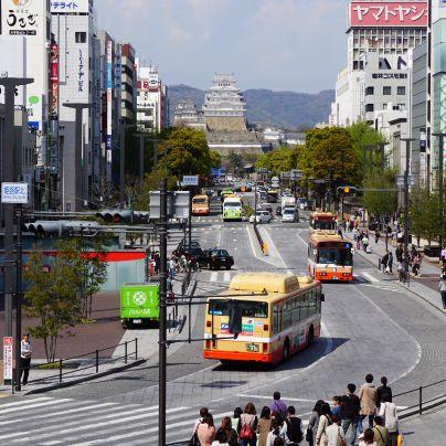 大手前通りにあるJR姫路駅から見た姫路城