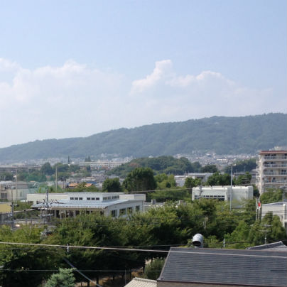 夏雲と五月山