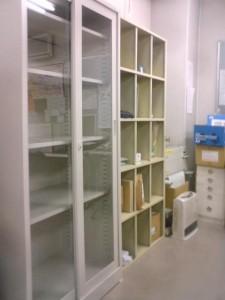神崎(株)では事務所を模様替えするので棚を移動させました。