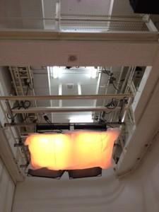 木風呂を撮影するスタジオの天井にある照明
