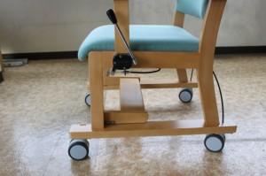 キタニジャパンのリビング用キャスター付き椅子でハンドブレーキ部