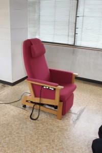 キタニジャパンの電動昇降椅子で椅子状態