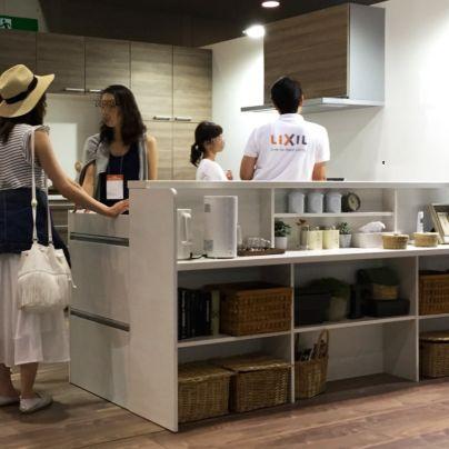 LIXILシステムキッチンの展示