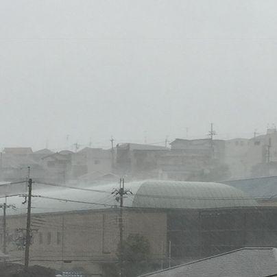 台風16号の豪雨にみまわれる西南図書館